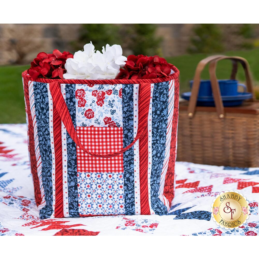 The beautiful Summertime Insulated Shopper Tote displayed on the Diamonds and Geese Summertime quilt