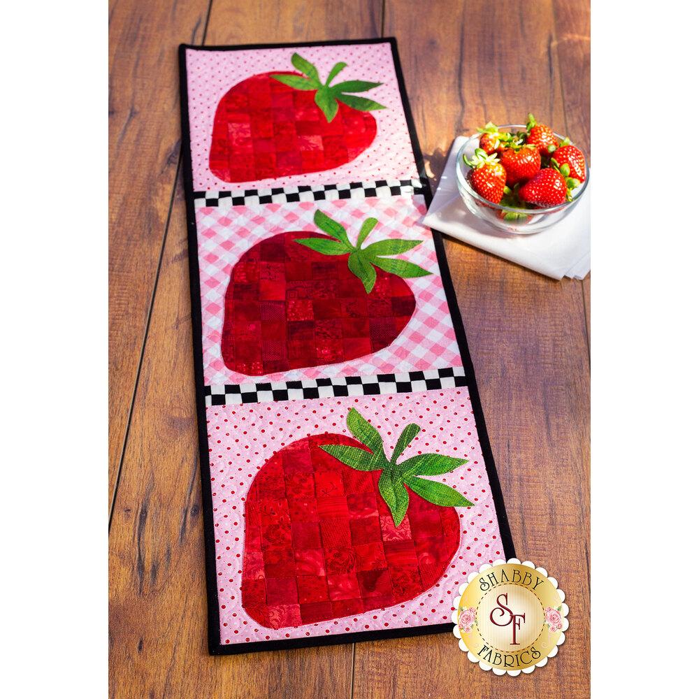 Patchwork Accent Runner Strawberries - June Kit