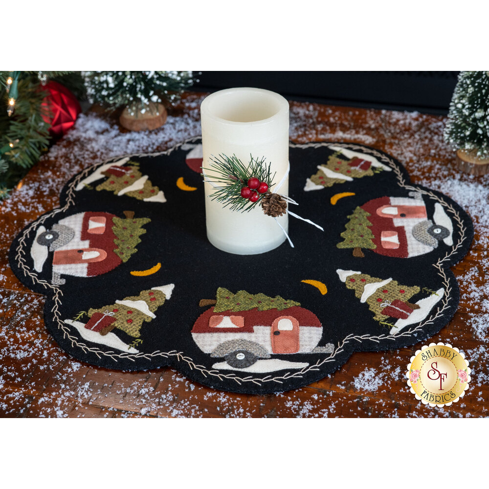 Adorable wool mat with vintage campers and Christmas trees | Shabby Fabrics